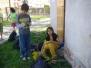 Pobyt v přírodě - pletení pampelišek